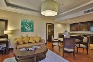 A seating area at Crown Regency Hotel & Towers