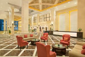 O lounge ou bar de DoubleTree by Hilton Dhahran
