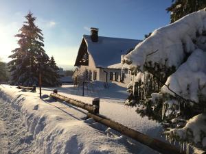Ferienwohnung Astenpanorama during the winter