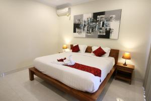 A bed or beds in a room at Kamboja Homestay