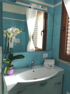 A bathroom at Casa Letizia