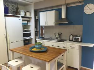 A kitchen or kitchenette at Melba Beach Bunker