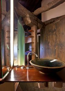 A bathroom at Hotel El Convento de Mave