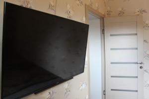 Телевизор и/или развлекательный центр в Apartment on Lenina 49