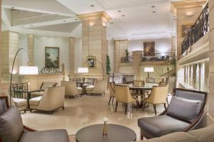 The lounge or bar area at Amman Marriott Hotel