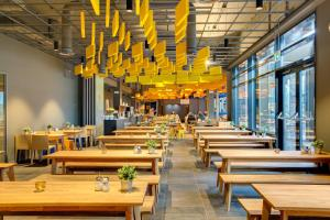 A restaurant or other place to eat at MEININGER Hotel Amsterdam City West