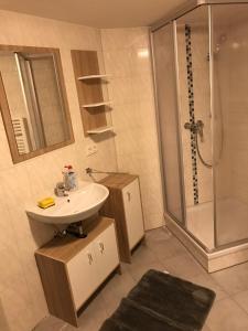 Ein Badezimmer in der Unterkunft Vatan Apartment