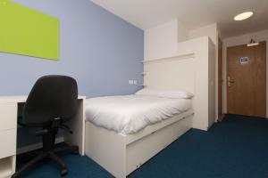 A bed or beds in a room at Destiny Student – Murano (Campus Accommodation)