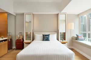 Un ou plusieurs lits dans un hébergement de l'établissement Jen Hong Kong by Shangri-La