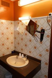 A bathroom at Hôtel le Relais