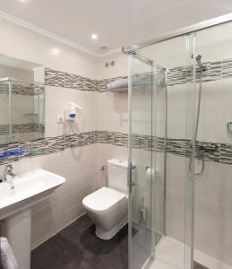 A bathroom at Pensión San Lorenzo