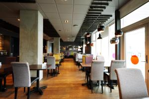 A restaurant or other place to eat at Fosshótel Rauðará