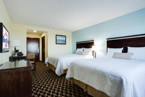 A bed or beds in a room at Best Way Inn Cleburne