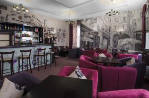 The lounge or bar area at Flowers Hotel