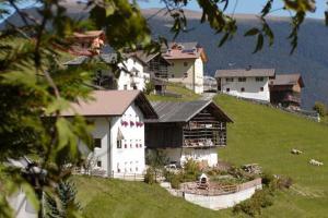 A bird's-eye view of Agriturismo Apartments Tuene