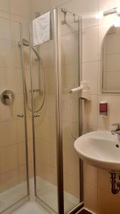 Ein Badezimmer in der Unterkunft Landgasthof Zum Stern