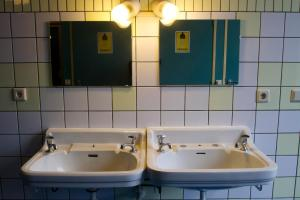 A bathroom at Strowis Hostel