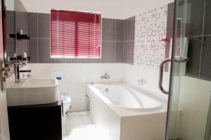 A bathroom at Nicopolis Self-Catering Apartments
