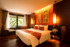 A bed or beds in a room at Siripanna Villa Resort & Spa Chiang Mai