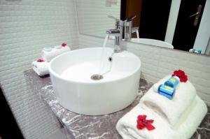 A bathroom at Safar Budget