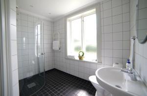 Ett badrum på Uljebergs Bed & Breakfast