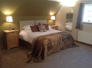 A bed or beds in a room at Lochview Guesthouse