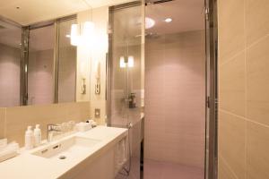 Kamar mandi di The Gate Hotel Asakusa Kaminarimon by Hulic