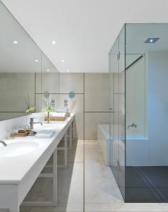 A bathroom at Sense Hotel Sofia
