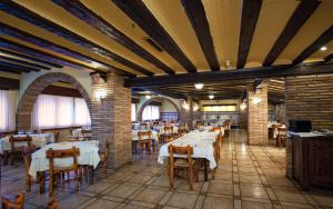 A restaurant or other place to eat at Hotel La Venta de Goyo