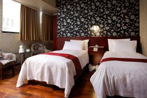 金龍海悅飯店房間的床