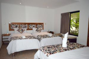 A bed or beds in a room at Hotel Jungle House