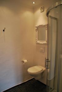 A bathroom at La Maison au Puits