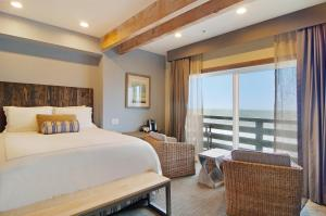 A bed or beds in a room at Cypress Inn on Miramar Beach