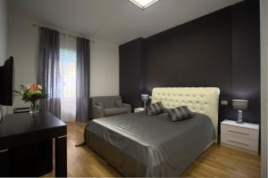 A bed or beds in a room at Golden House Medaglie D'Oro