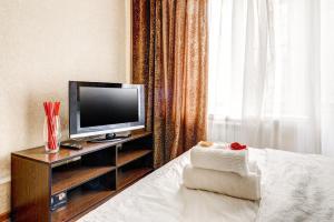 Телевизор и/или развлекательный центр в Apartments Bolshoy Kondratyevskiy pereulok 8s1