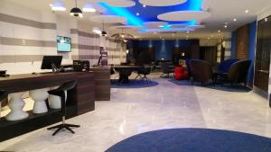The lobby or reception area at Mercure Nice Centre Notre Dame
