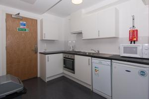 A kitchen or kitchenette at Destiny Student – Murano (Campus Accommodation)