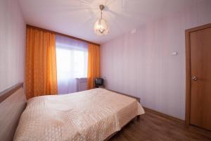 Кровать или кровати в номере Apartamenty na Vesny