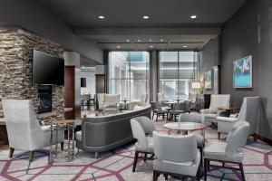 A restaurant or other place to eat at Sheraton Toronto Airport Hotel & Conference Centre