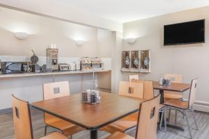 A restaurant or other place to eat at Super 8 by Wyndham Stettler