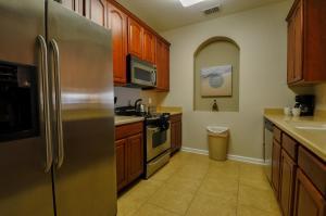 A kitchen or kitchenette at Vista Cay Inn
