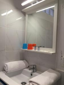 A bathroom at Appartement Euromed - Les Docks