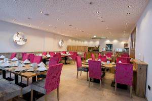 A restaurant or other place to eat at Hotel Garni Christine