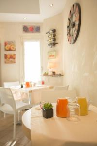 A restaurant or other place to eat at Relais Tiburtina