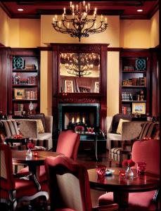 A restaurant or other place to eat at The Ritz-Carlton Coconut Grove, Miami
