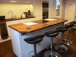 A kitchen or kitchenette at Kings House Wokingham