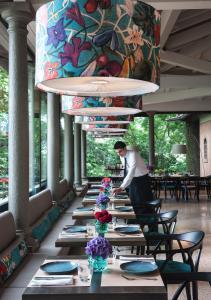 Een restaurant of ander eetgelegenheid bij L'Albereta Relais & Chateaux