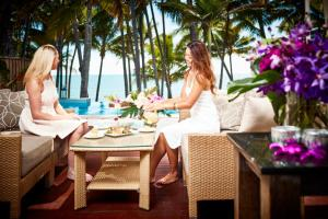A restaurant or other place to eat at Alamanda Palm Cove by Lancemore
