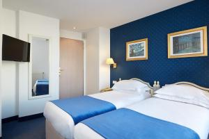 A bed or beds in a room at Austin's Saint Lazare Hotel