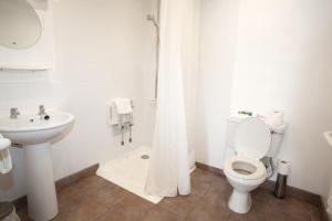 A bathroom at The Arch Inn